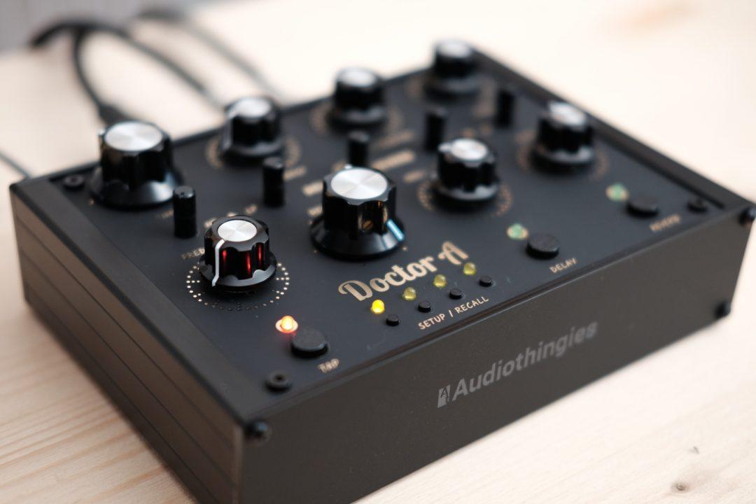 audiothingies-doctora-matteblack-angle1